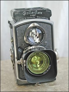 baby-Rolleiflex via Flickr - Photo Sharing!...This is the first Rolleiflex baby model. Launch date : 06/03/1931 The first Rolleiflex tlr to have the lever wind. Weight : only 517 g Compared to the weight and size of the post-war baby, this model is lighter and smaller. A great tiny camera.