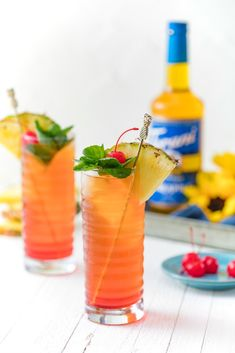Pineapple Upside Down Iced Tea in two glasses with Torani Pineapple syrup Pineapple Tea, Pineapple Syrup, Pineapple Upside Down, Sugar Free Drinks, Sugar Free Recipes, Tea Recipes, Syrup Recipes, Brunch Recipes, Drink Recipes