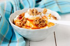 A delicious Greek Yogurt with Honey recipe, drizzled with walnuts, infused with vanilla essence and sprinkled with fragrant cinnamon! If you are having a sweet tooth but looking for something more nutritious than your usual desserts this 2 minute no bake dessert will amaze you. Discover all the secrets to make it to perfection here...