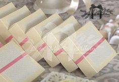 Caja para dulces o porcion de torta Materiales: cartulina, cinta