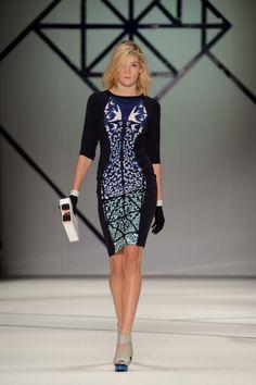 Flight of the Leopard print dress in silk. Shape Shifter clutch in white/navy. Diva Fashion, Fashion Art, Luxury Fashion, Womens Fashion, Fashion Beauty, Online Fashion Boutique, Fashion Online, Ginger And Smart, Australian Fashion Designers