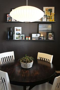 Positively Lovely!, ♥ the family pics behind the dinner table.