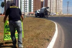 Fiscalização recolhe 265 faixas irregulares em quatro regiões do DF - http://noticiasembrasilia.com.br/noticias-distrito-federal-cidade-brasilia/2014/08/11/fiscalizacao-recolhe-265-faixas-irregulares-em-quatro-regioes-do-df/