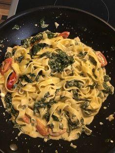 Nudeln mit Spinat, Schafskäse und Tomate 42