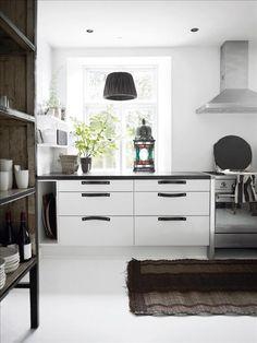 White interior home by Tine Kjeldsen. Tropical Bedrooms, White Interior Design, Modern Interior, Piece A Vivre, Cuisines Design, Küchen Design, Beautiful Kitchens, Kitchen Interior, Kitchen Rug