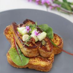 French brioche, foie gras and apricot chutney (in French)