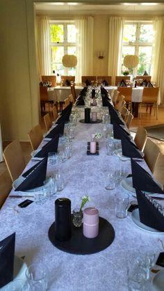 Borddækning Conference Room, Table, Furniture, Home Decor, Meeting Rooms, Interior Design, Home Interior Design, Desk, Tabletop