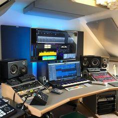Home Recording Studio Setup, Home Studio Setup, Music Studio Room, Studio Ideas, Configuration Home Studio, Studio Furniture, Voodoo, Music Studios, Sunlight