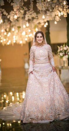 The latest wedding dresses at Bridal Fashion Week – My hair and beauty Walima Dress, Shadi Dresses, Pakistani Formal Dresses, Pakistani Wedding Outfits, Pakistani Wedding Dresses, Pakistani Dress Design, Bridal Outfits, Indian Dresses, Hijabi Wedding