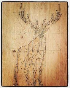 Cerf en string art tissage noir et or