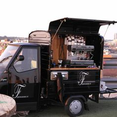 roofgarden arnhem | food truck Coffee Carts, Coffee Truck, Coffee Drinks, Food Truck, Foodtrucks Ideas, Coffee Trailer, Coffee Van, Shipping Container Design, Street Coffee