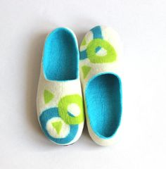 Men house shoes felt from wool, warm Valentines gift love, felted wool clogs, stylish home slippers, white teal green unisex slippers SALE Men house shoes Valentine day gift felted от AgnesFelt Wool Shoes, Felt Shoes, Needle Felted, Wet Felting, Felted Wool Slippers, Valentines Gifts For Him, Handmade Felt, Teal Green, Shoes