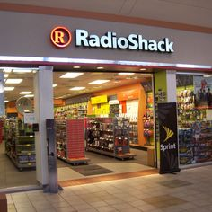 RadioShack announces plan to close 1,100 stores nationwide as smartphone sales fail to carrycompany