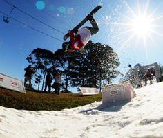 Parque em São Roque tem esqui e snowboard nas férias
