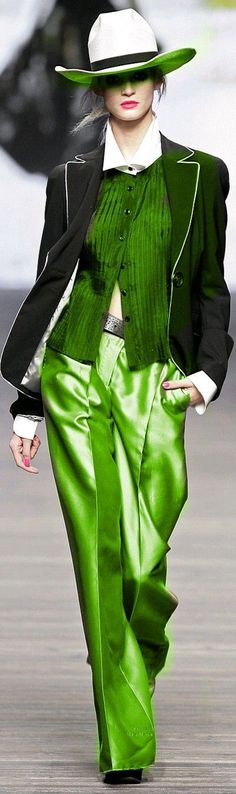 Love the colors, super vibrant. Might skip the hat if I had this outfit > Mariella Burani Green Fashion, Look Fashion, Runway Fashion, Fashion Show, Womens Fashion, Fashion Design, Creation Couture, Business Outfit, Shades Of Green