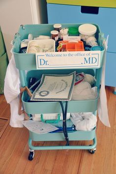 Amazing pretend play doctor's cart I love the idea of using this Ikea cart in the dramatic play area Dramatic Play Area, Dramatic Play Centers, Prop Box, Child Life Specialist, Playing Doctor, Doctor Role Play, Doctor Office, Play Centre, Play Spaces