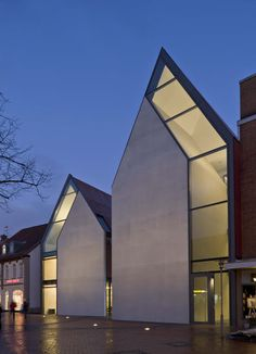 Volksbank by Stephan Braunfels Architekten