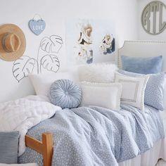 College Bedroom Decor, Cool Dorm Rooms, Room Ideas Bedroom, Dorm Room Beds, Cute Bedroom Decor, Dream Bedroom, Baby Blue Bedrooms, Blue Teen Girl Bedroom, Blue Bedroom Ideas For Girls