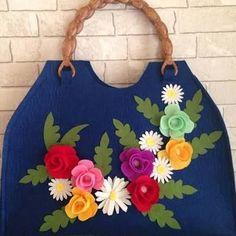 keçe çanta ile ilgili görsel sonucu,post_tags] Crochet Book Cover, Crochet Books, Burlap Flowers, Felt Flowers, Jean Crafts, Diy And Crafts, Knitting Patterns, Crochet Patterns, Felt Diy
