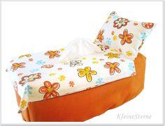 Orangenes Bett mit Blumen - Kosmetikboxbezug - KleineSterne