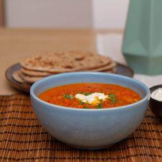 Si hei til en av de nye middagsfavorittene mine - nemlig indisk dal (også kjent som daal, dahl eller dhal). Daal, Asian Recipes, Ethnic Recipes, Chapati, Garam Masala, Thai Red Curry, Food, Cilantro, Asian Food Recipes