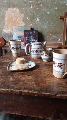 Nicholas Mosse Pottery Handmade The Old Rose Pattern Irish Pottery, Diy Kitchen, Kitchen Ideas, Irish Art, Irish Recipes, Handmade Pottery, Kitchenware, Family Meals