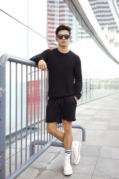 How to wear converse high tops men guys 58 best ideas Style Converse, Moda Converse, White Converse Outfits, Shorts And Converse, Converse Men, Converse Fashion, Fashion Shorts, Converse High, Denim Shorts