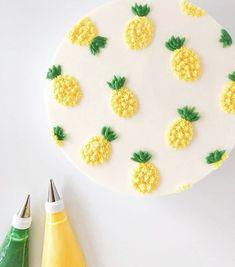 Cake Decorating Frosting, Cake Decorating Designs, Birthday Cake Decorating, Cake Decorating Techniques, Fancy Cakes, Mini Cakes, Cupcake Cakes, Cupcakes, Pretty Birthday Cakes