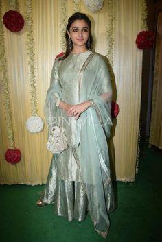 Dresses - Diwali 2017 Pinkvilla Fashion Report Alia Bhatt, Sidharth Malhotra, AkshayTwinkle Khanna, bestdressed couples this Diwali Stylish Dresses, Simple Dresses, Nice Dresses, Fashion Dresses, Sharara Designs, Kurti Designs Party Wear, Dress Designs, Dress Indian Style, Indian Dresses