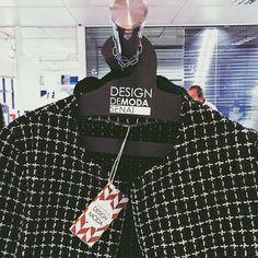Os cabides da Stratis estão presentes na semana de Design de Moda do SENAI, personalizados especialmente para o evento. Feitos em Papel Cartão Hörlle Preto com aplicação de logomarca em prata. #ModaSenaiCuritibaParaná.
