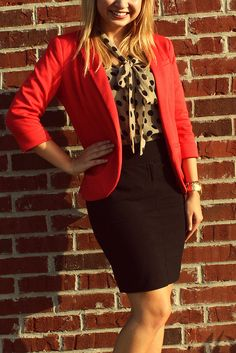 A simple pencil skirt, cute blouse and a blazer makes for a perfect interview outfit. Business Outfits, Business Attire, Office Outfits, Business Fashion, Coral Blazer, Colored Blazer, Blazers, Interview Attire, Mode Blog