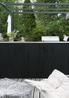 DIY: SAAREKE TERASSILLE | oblik. Outdoor Spaces, Outdoor Living, Outdoor Decor, Small Bbq, Home Bar Rooms, Pavillion, Bbq Table, Bbq Area, Outdoor Entertaining