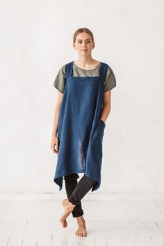 Pinafore apron, Japanese apron, Apron, Navy blue apron, Linen cross back apron, Linen apron dress, Linen kitchen apron, No-ties apron, Cooking apron, Full linen apron Japanese style apron, Kitchen linens, Standard apron, Linen apron, Square cross apron, Apron with pocket, Navy blue linen stone washed apron, French linen apron, Apron, Baltic linen apron, cafe apron.  High quality washed linen products from Baltic county.  We accept custom orders.   Model is wearing size M/ navy blue color...