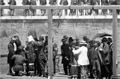 The hanging of four convicted in Lincoln's assassination. From left: Mary Surratt, Lewis Powell, David Herald, and George Atzerodt. Historical Romance, Historical Fiction, Historical Photos, American Civil War, American History, Lewis Powell, Lincoln Assassination, Interesting History, Passed Away