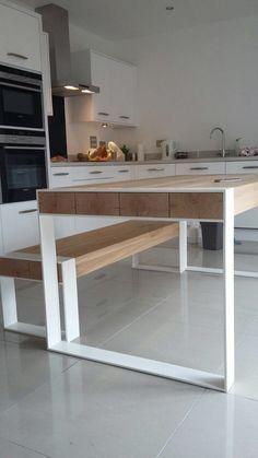 Handmade dinant l'ensemble - acier & table de bois avec des bancs