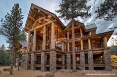 The cabin with thick log columns. | 28 Images For People Who Are Into Log Cabin Porn