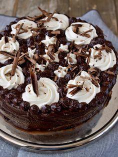 V zářijovém čísle Gurmetu byl výzvou odvážných pekařů Harlekýn - velmi čokoládový dort s pařížskou i klasickou šlehačkou. Víkend jsme trávil... Czech Recipes, Dessert Recipes, Desserts, Food And Drink, Pudding, Cookies, Cake, Yummy Yummy, Tailgate Desserts