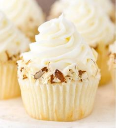 ALMOND AMARETTO CUPCAKES | Food And Cake Recipes