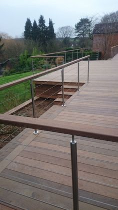25 DIY Deck Railing Concepts & Styles That Make Sure to Inspire You - Tanzania Home Ideas Wood Deck Railing, Deck Railing Design, Balcony Railing, Deck Design, Cable Railing, Patio Balustrade Ideas, Horizontal Deck Railing, Outdoor Railings, Garden Railings