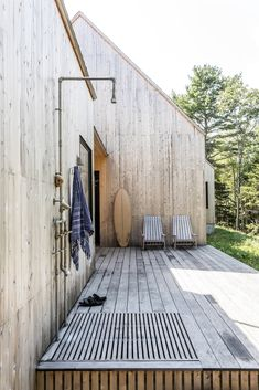 Photo 13 of 14 in This Minimalist Home in Maine Channels the Spirit of a Scandinavian Cottage - Dwell (Like: Outdoor shower) Outdoor Spaces, Outdoor Living, Scandinavian Cottage, Haus Am See, Outdoor Baths, Beach Shack, Minimalist Home, Exterior Design, Future House