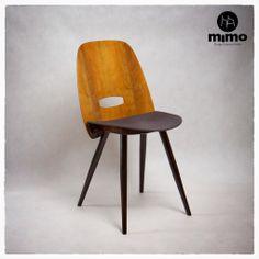 """Krzesło sygnowane """"Tatra"""". Oparcie wykonane z fornirowanej sklejki. Elementy drewniane wykończone politurą, obicie - popielata tkanina wełniana."""