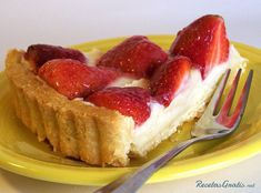 This strawberry tart is made up of a buttery crust filled with pastry cream and topped with fresh strawberries and a lemon glaze. Strawberry Tart, Fruit Tart, Yummy Treats, Sweet Treats, Yummy Food, Thermomix Desserts, Sweet Pie, Tart Recipes, Cream Recipes