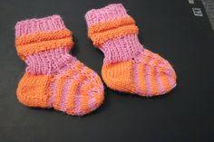 Neulottuja pupuja ja kerrosrivinousut vauvalle