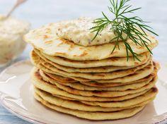 Das Naan-Brot ähnelt Fladenbrot, Pizzaboden und Cloud-Bread. Das fluffige Naan-Brot ist schnell gemacht - und zwar in der Pfanne statt im