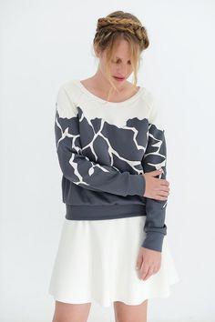 Grey sweatshirt white and grey designer sweatshirt di OAOAstudio