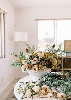 Winter Flowers, Summer Flowers, Colorful Flowers, Beautiful Flowers, Fall Floral Arrangements, Language Of Flowers, Floral Foam, Buy Roses, Spray Roses