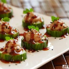 Getting ready for the big game? Add some veggies to your appetizer list with our Teriyaki Peanut Cucumber Bites. Scoop one teaspoon of peanut butter on cucumber slices and drizzle with teriyaki glaze. Then, top with sesame seeds and enjoy. List Of Appetizers, Appetizer List, Appetizer Recipes, Cucumber Bites, Cucumber Recipes, Peanut Butter Snacks, Creamy Peanut Butter, Teriyaki Glaze, Yummy Food