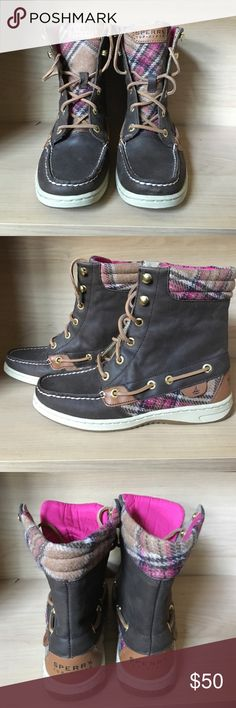 "🛥Sperry Hiker Fish ankle boot🐠 Sperry Top Sider Hiker Fish, wore a couple times. Brown leather with pink & caramel plaid detail and padded tongue. Hiking boot inspired lace up (eyelet and hook.) Water resistant leather with non marking rubber soles. Shaft height is 7"". Sperry Top-Sider Shoes Ankle Boots & Booties"