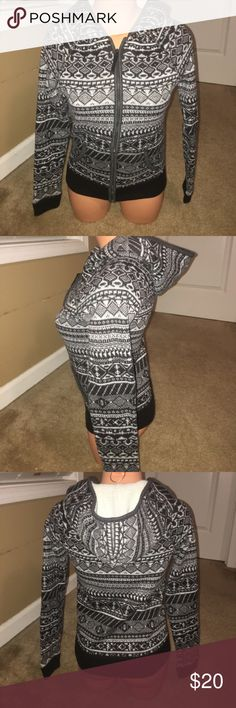 American Eagle Aztec Zip Up Sweater Jacket Sz S American Eagle Zip Up Hooded Aztec Print Sweater Jacket  Size S Outer is knit, inner is fleece Very nice used condition Like a few items in my closet?  Make a bundle and I'll send you my best offer! American Eagle Outfitters Sweaters