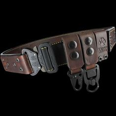 This extraordinary gear belt combines traditional leather with modern hardware and the strongest quick release buckles. Wolf Wind Equipment Belts are to be worn outside a jacket Tactical Survival, Survival Gear, Tactical Gear, Leather Belts, Leather Tooling, Leather Collar, Real Leather, Crea Cuir, Battle Belt